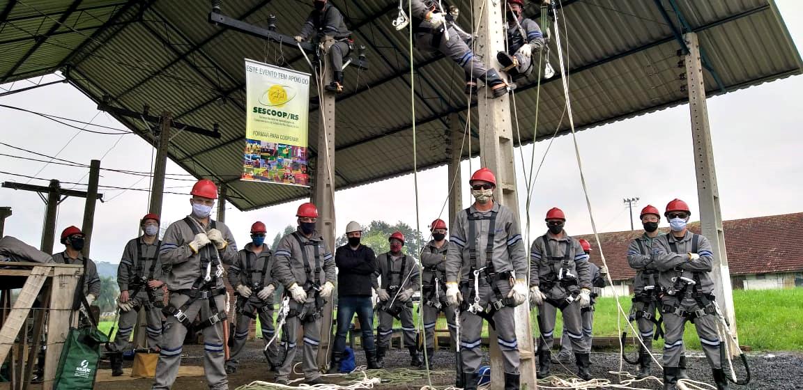 Certel amplia turma de construção de redes elétricas